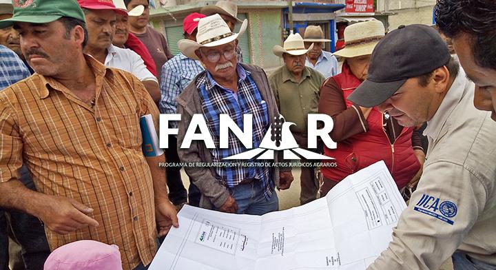 Ejidatarios de Hidalgo con personal del Registro Agrario Nacional (RAN).