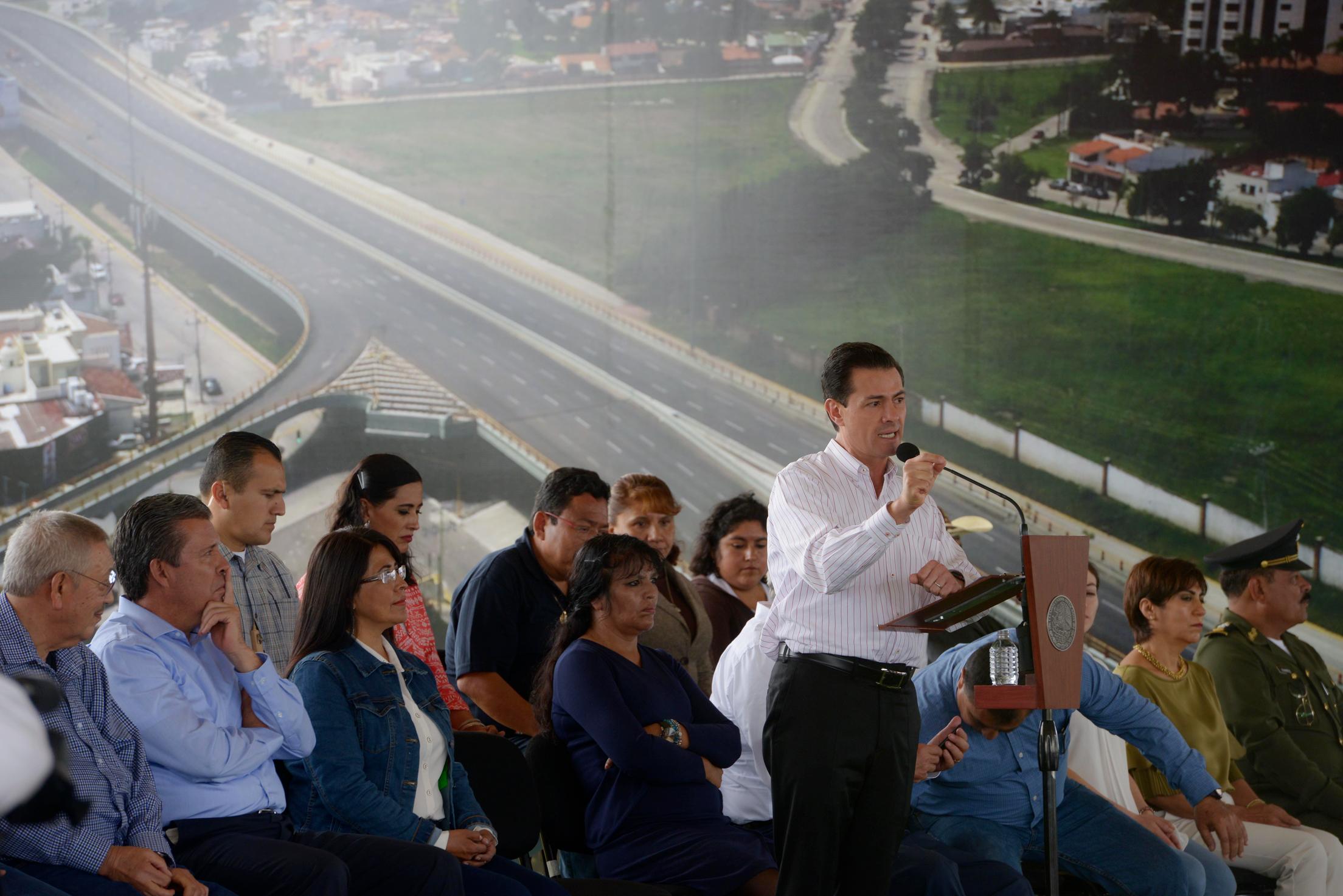 """""""En Guanajuato, en materia de comunicación, se han realizado más de 93 obras con una inversión superior a los 17 mil millones de pesos"""": EPN"""