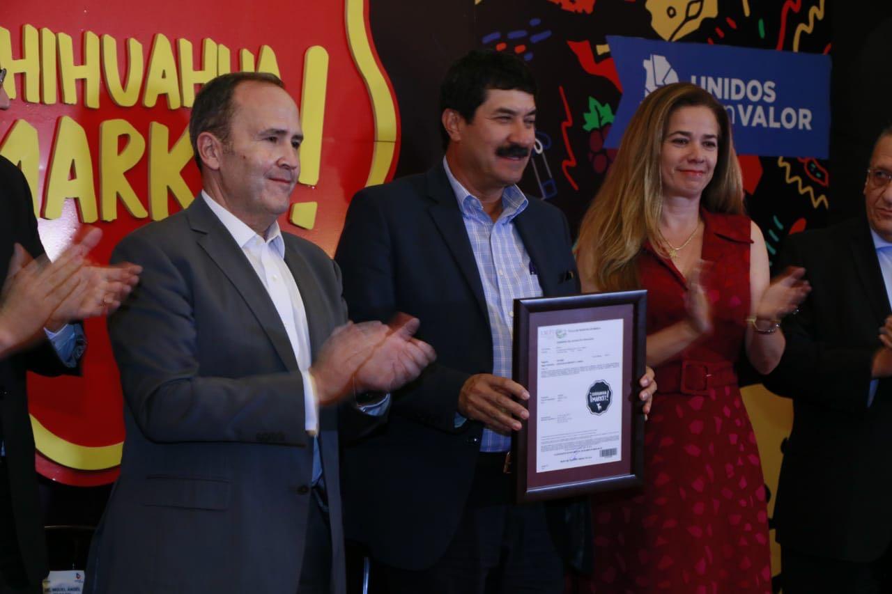 "IMPI entrega distintivo marca ""Chihuahua Market"""