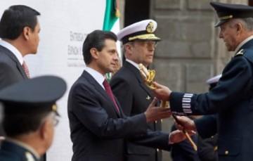 Espada y sable de mando de las Fuerzas Armadas de México
