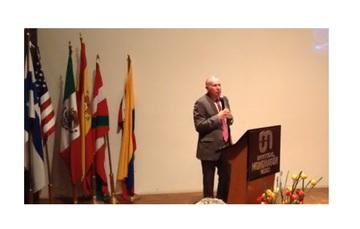 En uso de la palabra durante la inauguración, el Director general de AEM, Dr. Javier Mendieta Jiménez.