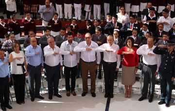 Enrique Torres Rivera, director general del Conafe, acompañado de los 31 delegados estatales y el gobernador de San Luis Potosí, dieron inicio al ciclo escolar 2018-2019.