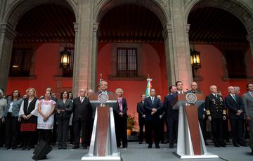 El Presidente Enrique Peña Nieto y el Presidente Electo, Andrés Manuel López Obrador, se reunieron hoy en el Palacio Nacional con miembros de sus respectivos equipos de trabajo, en el marco del proceso de transición del Poder Ejecutivo Federal.