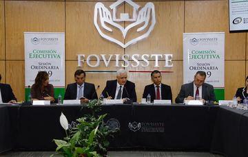 Luis Antonio Godina, Vocal Ejecutivo del Fondo, encabezó la sesión