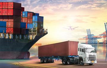 Imagen que muestra unos contenedores en un buque de carga, un trailer y un avión, para ilustrar actividades de intercambio comercial