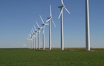 Imagen general de torres eólicas en serie.