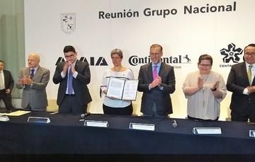 En rueda de prensa en las instalaciones de la UAQ. Campus Aeropuesrto, se firmó el convenio de colaboración.