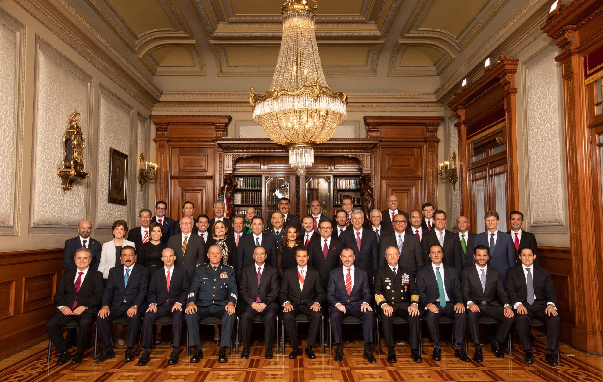 Gabinete legal y ampliado del Gobierno de la República acompaña al Presidente Enrique Peña Nieto