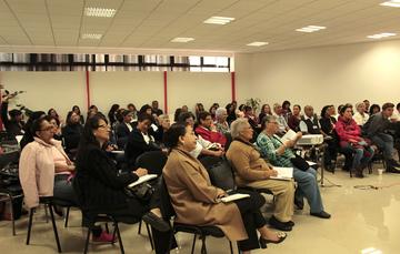 Adultos mayores asistentes al curso Aspectos Legales durante la vejez, impartido en el INAPAM.