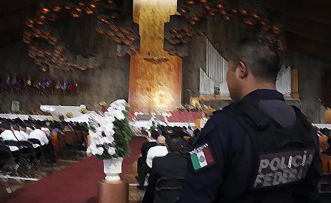 Policía Federal en la Basílica de Guadalupe en la Ciudad de México.