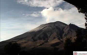 En las últimas 24 horas, por medio de los sistemas de monitoreo del volcán Popocatépetl se identificaron 144 exhalaciones, 5 explosiones, 144 miutos de tremor y siete sismos volcanotectónicos.