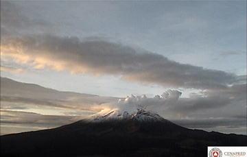 En las últimas 24 horas, por medio de los sistemas de monitoreo del volcán Popocatépetl se identificaron 133 exhalaciones acompañadas de vapor de agua, gas y ligeras cantidades de ceniza, así como seis explosiones y 164 minutos de tremor.