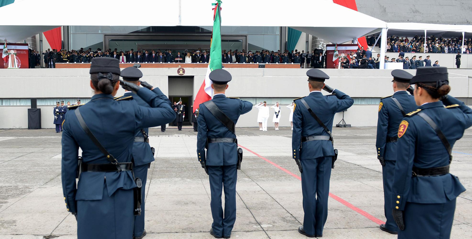 """""""Actualmente, los integrantes del Ejército, la Fuerza Aérea y la Armada de México están mejor preparados, mejor equipados y cuentan con mejores instalaciones que nunca"""": EPN"""