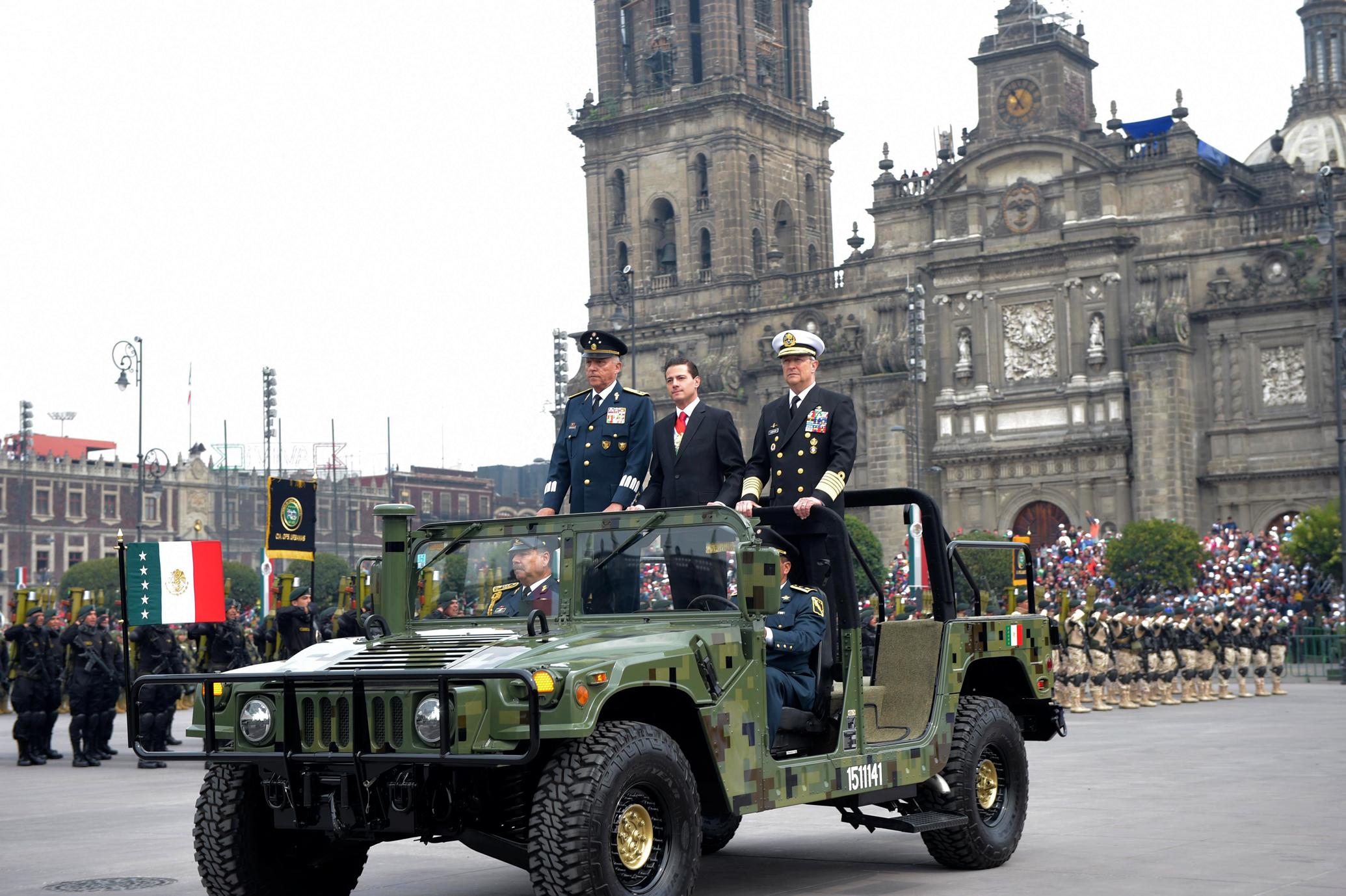 Las Fuerzas Armadas hicieron gala de su alto grado de adiestramiento y equipamiento, y ratificaron su compromiso de lealtad a la Patria y a su Comandante Supremo, el Presidente de la República.