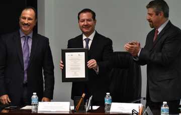 COFEPRIS recibe acreditación como entidad de certificación y evaluación, por parte del conocer