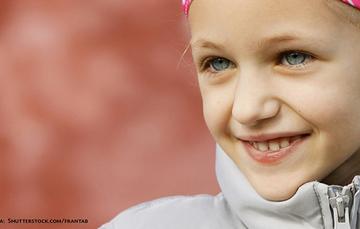 Rostro de niña con cáncer.
