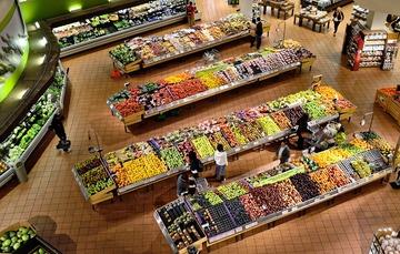 toma aerea de productos agropecuarios en un supermercado