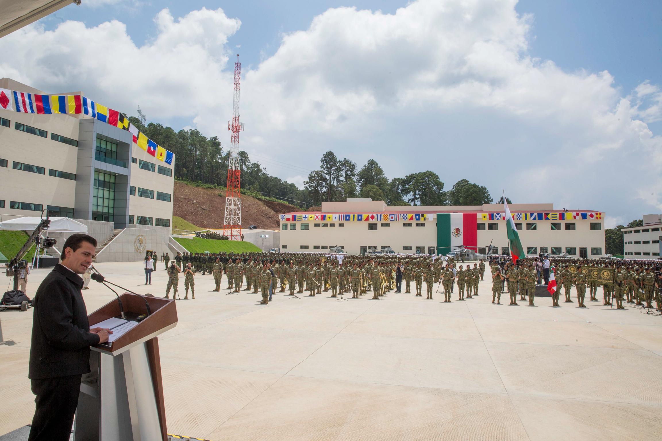 """""""A la luz de los avances en la capacidad operativa de nuestros soldados, pilotos y marinos, y de los resultados que han entregado, no tengo duda de que éste también ha sido el sexenio del fortalecimiento de nuestras Fuerzas Armadas"""": EPN"""