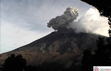 En las últimas 24 horas, por medio de los sistemas de monitoreo del volcán Popocatépetl se identificaron 76 exhalaciones acompañadas de vapor de agua, gas y ligeras cantidades de ceniza. Adicionalmente se registraron once explosiones.