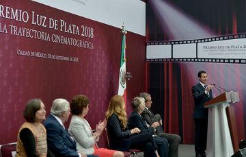 """""""Es una distinción que a partir de este año el Gobierno de la República otorgará anualmente a los creadores e intérpretes mexicanos que por su trayectoria y el conjunto de su obra han contribuido a conformar el patrimonio cinematográfico nacional"""": EPN"""