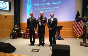 "Entrega del premio ""William J. Perry"" al C. Gral. Srio. Def. Nal., 20 Sep. 2018"