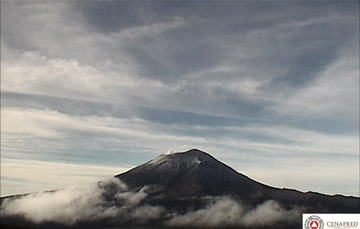 En las últimas 24 horas, por medio de los sistemas de monitoreo del volcán Popocatépetl se identificaron 48 exhalaciones acompañadas de vapor de agua, gas y ligeras cantidades de ceniza, así como 12 explosiones,un Vt, 152 minutos de tremor.