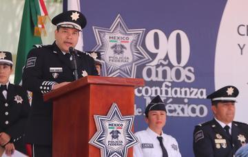 El Comisionado General de la Policía Federal pronuncia un mensaje ante las y los nuevos policías federales.