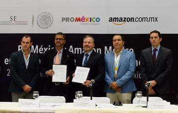 Momento de la firma del convenio entre Amazon y ProMéxico