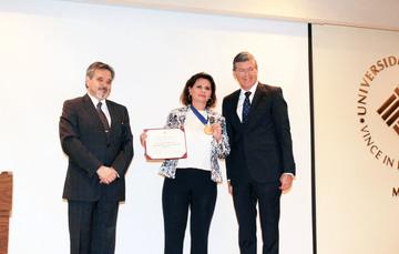 """La directora general de CIJ recibió la medalla """"Mujer Promotora de la Salud Mental 2018"""""""