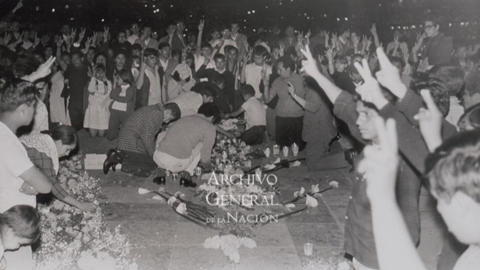 Esta foto demuestrauna escena despues de un mes de la matanza de tlatelolco