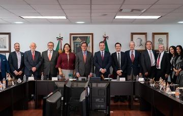 Fotografía oficial con el Secretario Campa y miembros del Consejo Nacional de la Industria Maquiladora y Manufacturera de Exportación