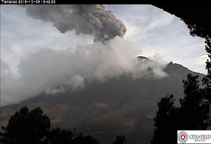 A las 17:20 y 18:37 h se registraron dos explosiones las cuales generaron una altura de columna de 3,500 m y 2,400 m, respectivamente que se dispersaron en dirección noreste.