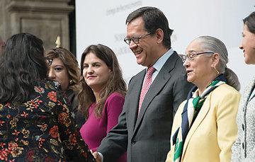Lic. Roberto Rafael Campa Cifrián, Secretario del Trabajo y Previsión Social y otros funcionarios.