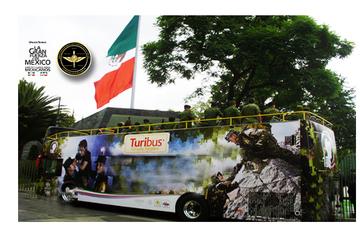 Autobús del turibus con personal militar.