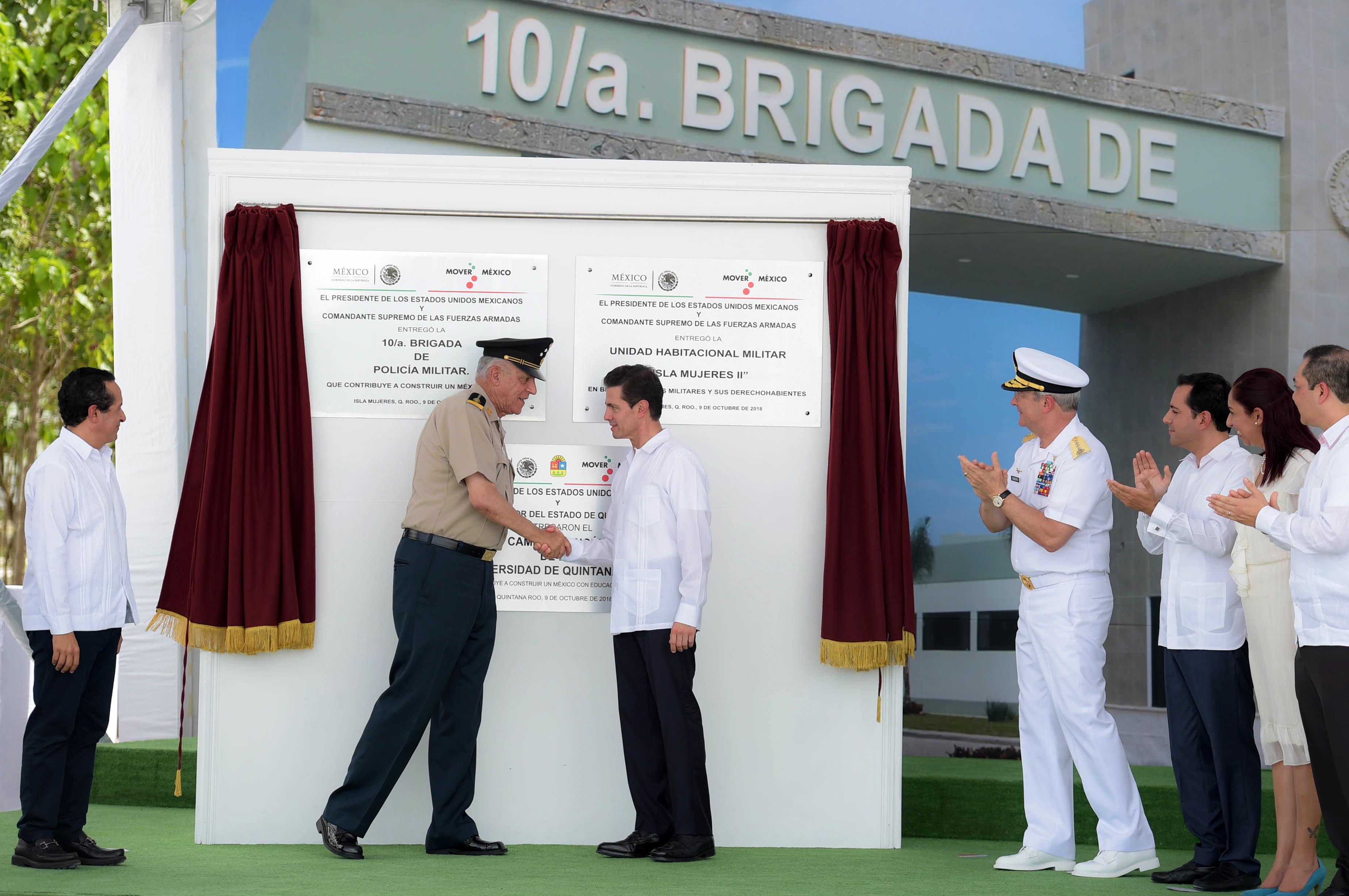 El Presidente de la República, Enrique Peña Nieto, inauguró hoy la 10ª Brigada de Policía Militar y su Unidad Habitacional, así como el Campus Cancún de la Universidad de Quintana Roo.