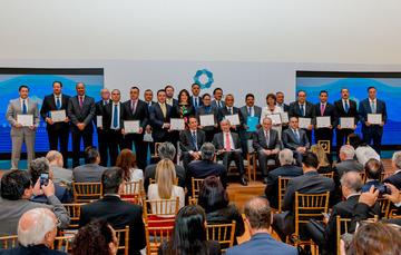 Fotografía de los ganadores al Reconocimiento Gonzalo Río Arronte a las Mejores Prácticas en Cobro-Pago del Agua  2018.