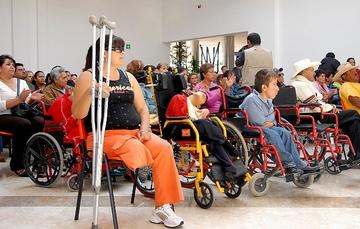 Personas con discapacidad en una sala de espera