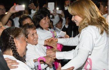 Angélica Rivera de Peña llama a prevenir el cáncer de mama.