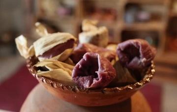 plato de barro con tamales
