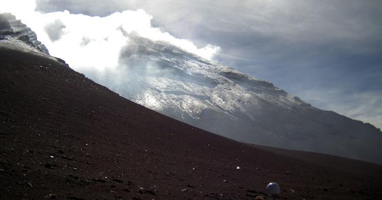 En las últimas 24 horas, por medio de los sistemas de monitoreo del volcán Popocatépetl, se identificaron 36 exhalaciones, acompañadas de vapor de agua y gas. Adicionalmente, el día de ayer se registraron tres eventos de tipo VT