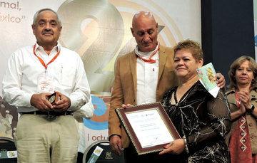 Merecido honor a médica veterinaria mexicana