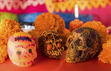 Dulce tradición que adorna las ofrendas en el Día de Muertos