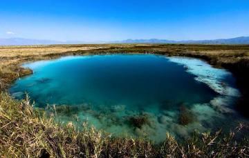 Vista general de cuerpo de agua en Cuatro Ciénegas, Coahuila