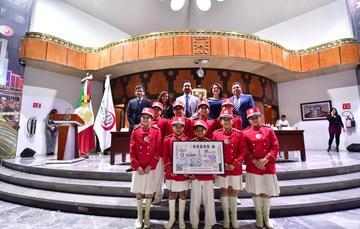 Acude SFP a sorteo de Lotería Nacional con billete conmemorativo del CLAD
