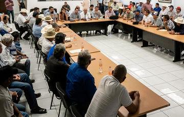 Reunión de trabajo CONAPESCA, pescadores y gobierno del Estado.
