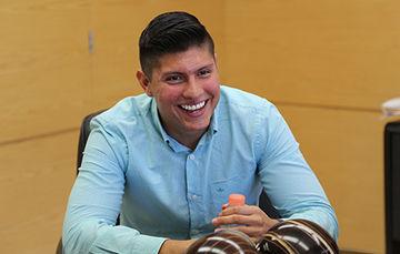 """Actualmente Luis Escobedo se encuentra trabajando en el proyecto """"Diseño de hardware, simulación, procesamiento y debug de drivers para luminarias LED en los vehículos""""."""