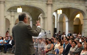 El Secretario de Energía ofrece discurso en Oaxaca.