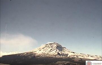 En las últimas 24 horas, por medio de los sistemas de monitoreo del volcán Popocatépetl, se identificaron 105 exhalaciones, 2 sismos volcanotectónicos y 10 minutos de tremor de baja y media amplitud.
