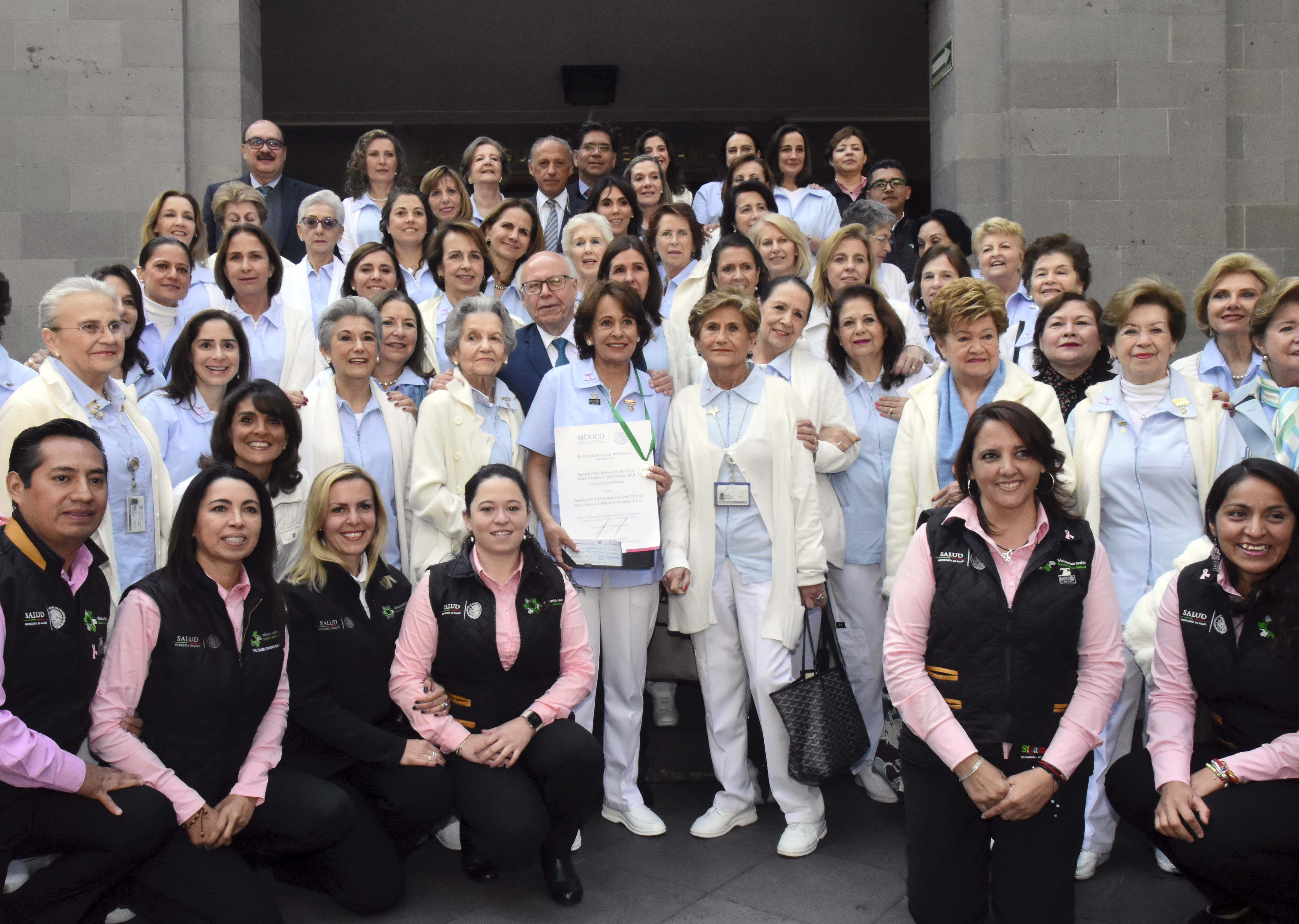 """Damas Voluntarias del Instituto Nacional de Perinatología """"Isidro Espinosa de los Reyes""""."""
