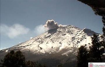 El sistema de monitoreo registró en las ultimas 24 horas 113 exhalaciones, 31 min de tremor y dos sismos volcanotectónicos ayer a las 11:20h y 14:26h de magnitudes 1.6 y 2.7 respectivamente.